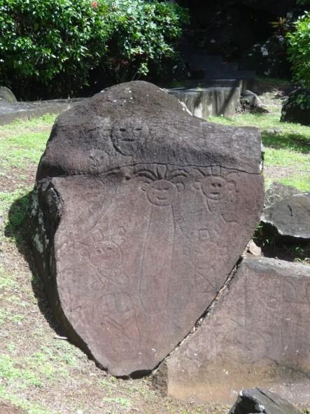 Parc archéologique roches gravées, trois rivières, guadeloupe, basse terre, amérindiens